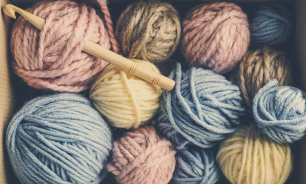 7 Must-Have Tools to Start Crocheting