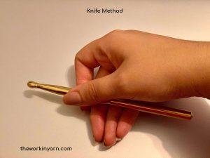 One method of how to hold the hook using the knife method